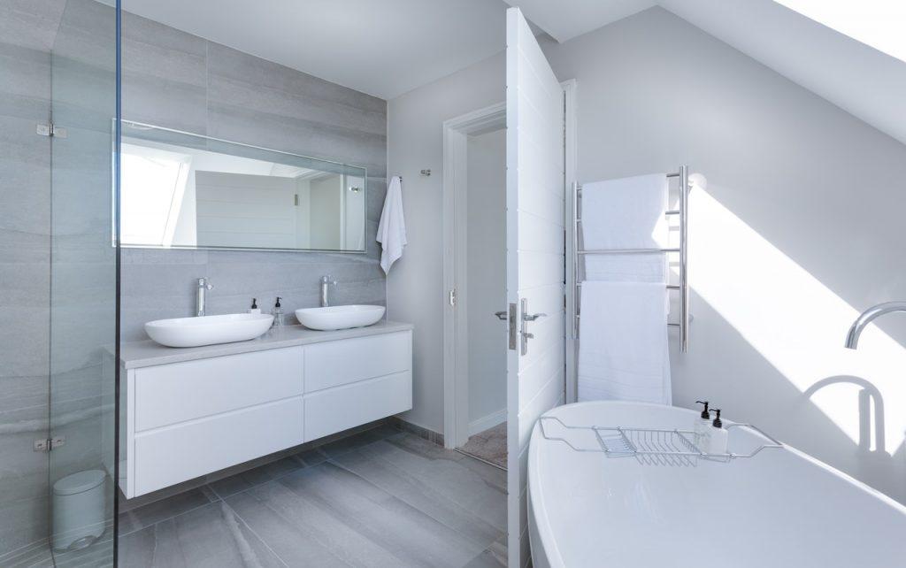 fürdőszoba ötletek kád és zuhanykabin egyben